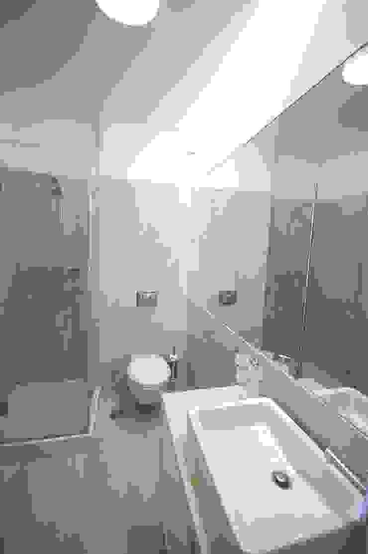 Apartamento em Algés Casas de banho modernas por Borges de Macedo, Arquitectura. Moderno