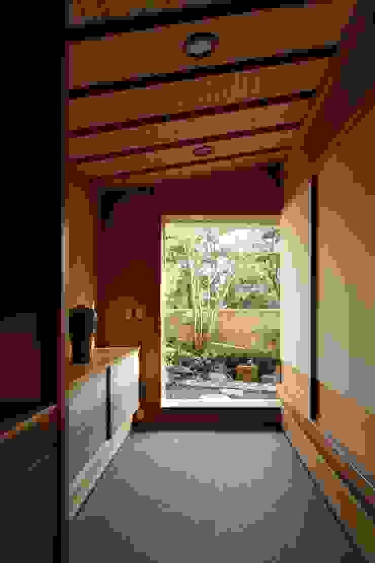 土間 和風デザインの 多目的室 の 忘蹄庵建築設計室 和風