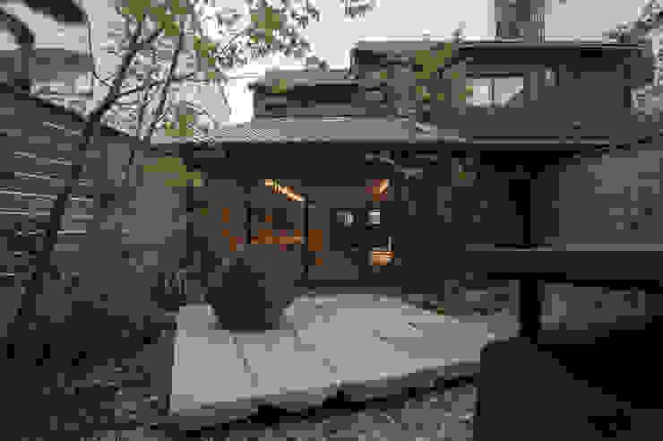 庭から建物を オリジナルな 庭 の Garden design office萬葉 オリジナル