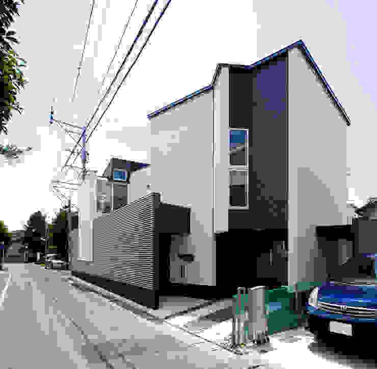 アプローチ モダンな 家 の 岩瀬隆広建築設計 モダン