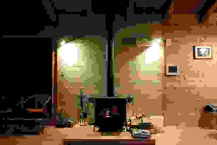 住まいの中心の薪ストーブ: 一級建築士事務所 クレアシオン・アーキテクツが手掛けたスカンジナビアです。,北欧