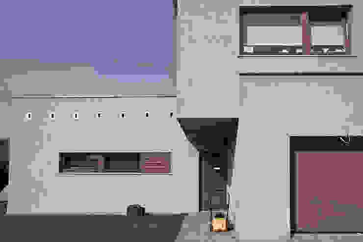 Moderne Häuser von Konrad Idaszewski Architekt Modern