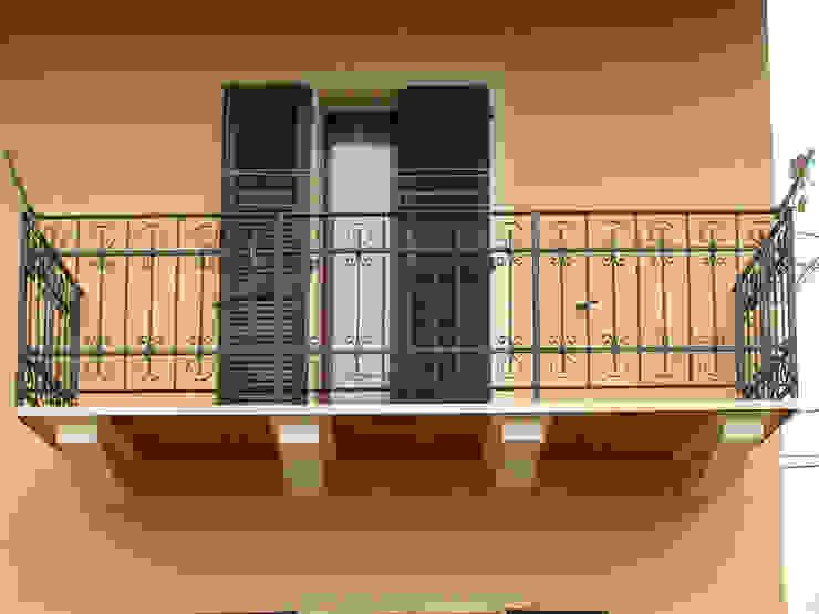 Balcone Case classiche di Zuhause Claudio Molinari Classico