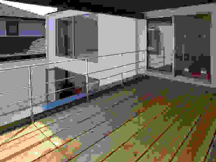 ルーフテラス モダンデザインの テラス の 岩瀬隆広建築設計 モダン