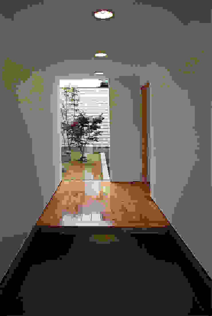 玄関 モダンデザインの 多目的室 の 岩瀬隆広建築設計 モダン