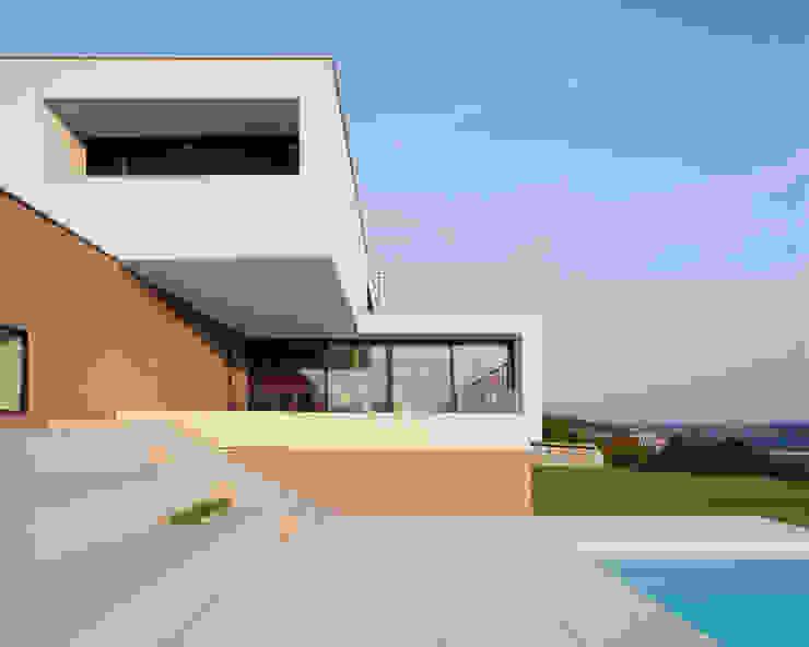 現代房屋設計點子、靈感 & 圖片 根據 Frohring Ablinger Architekten 現代風
