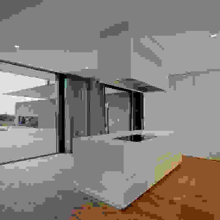 Кухня в стиле модерн от Frohring Ablinger Architekten Модерн