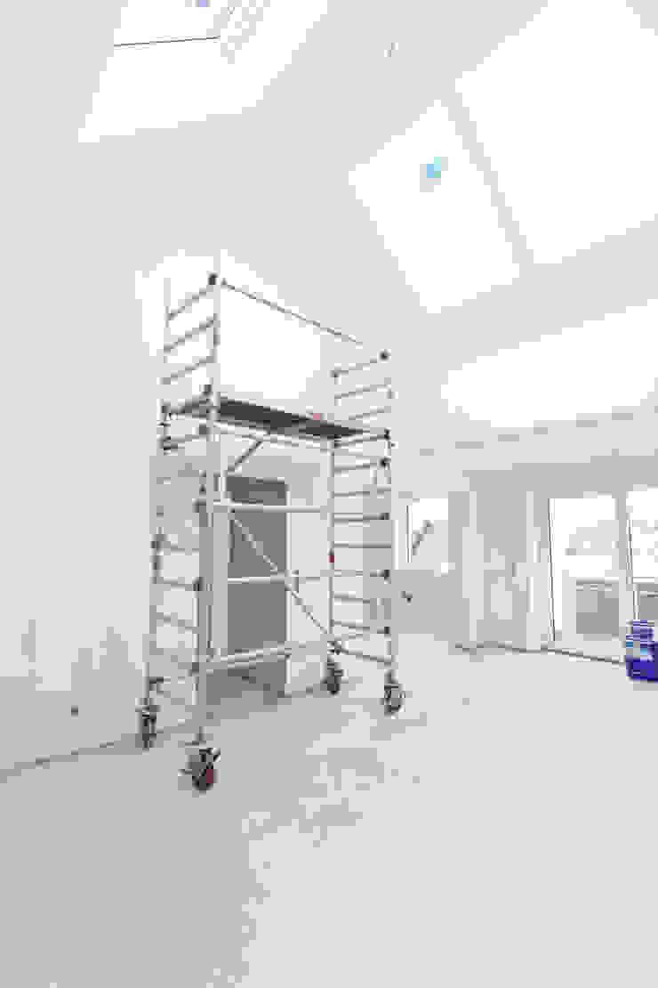 Das Wohnzimmer der Dachgeschosswohnung während der Sanierung Maklerkontor Brand & Co. Immobilienmakler GmbH & Co. KG