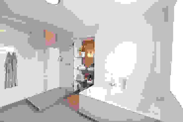 das Badezimmer der Wohnung 3 nach der Sanierung Maklerkontor Brand & Co. Immobilienmakler GmbH & Co. KG