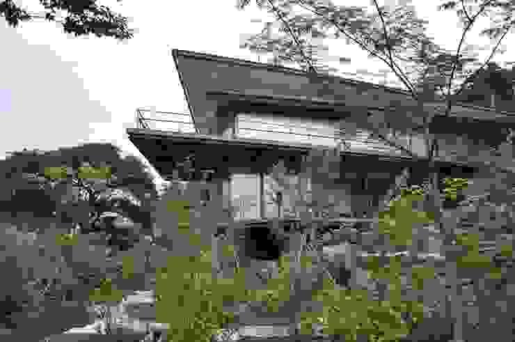 真鶴(まなづる) 断崖に立つ家のランドスケープ オリジナルな 庭 の 有限会社 温室 オリジナル