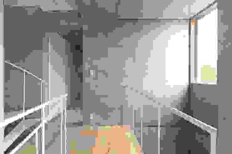 犬山の家 / House in Inuyama 市原忍建築設計事務所 / Shinobu Ichihara Architects モダンスタイルの 玄関&廊下&階段