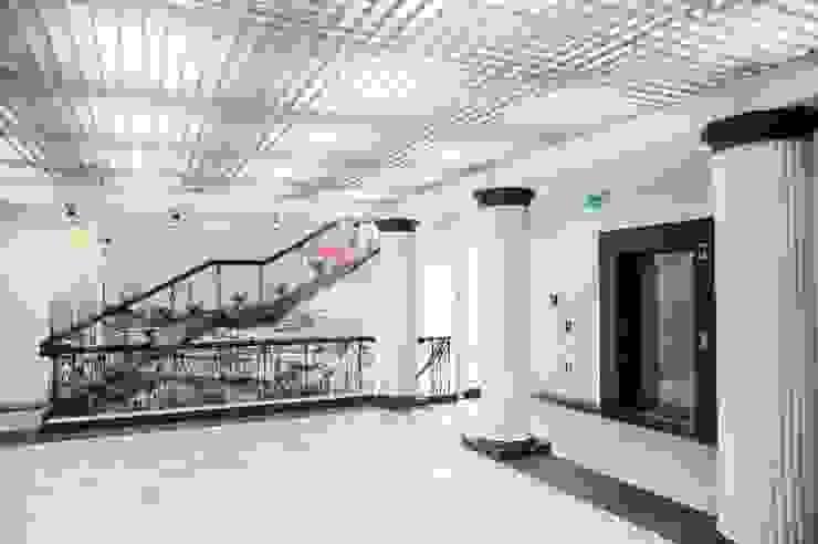 Gdańsk. Solidarność. Hall 2 piętro od Raca Architekci Nowoczesny