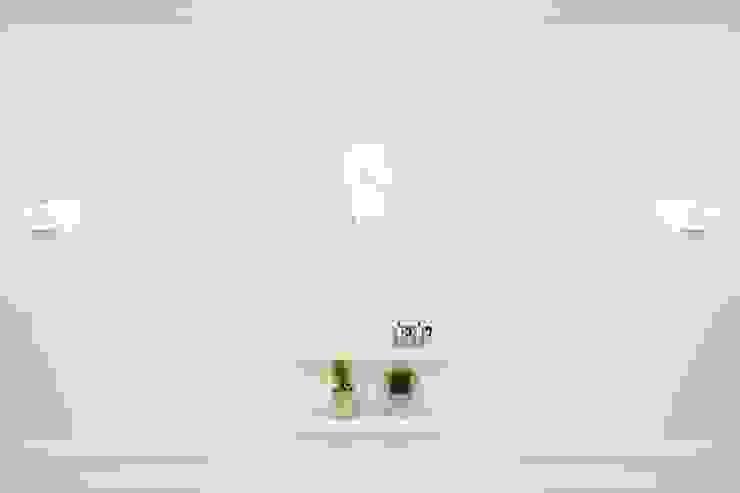 대표로고의 일부인 꽃잎을 이용한 조명 by Design m4 모던