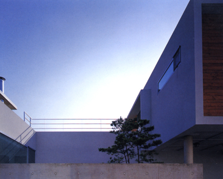 동 다 (東 茶) 모던스타일 주택 by HANMEI - LEECHUNGKEE 모던