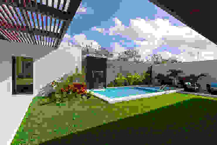 泳池 by Enrique Cabrera Arquitecto, 現代風