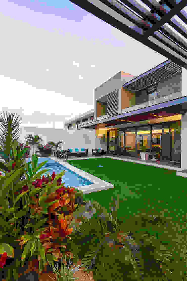 Casa Manantiales Jardines modernos de Enrique Cabrera Arquitecto Moderno