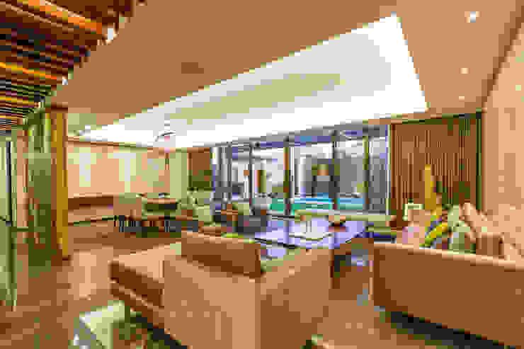 Casa Manantiales Salones modernos de Enrique Cabrera Arquitecto Moderno