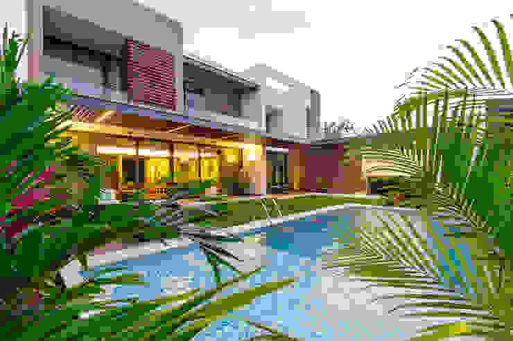 Casa Manantiales: Albercas de estilo  por Enrique Cabrera Arquitecto, Moderno