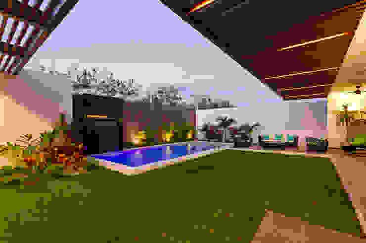 Casa Manantiales Albercas modernas de Enrique Cabrera Arquitecto Moderno