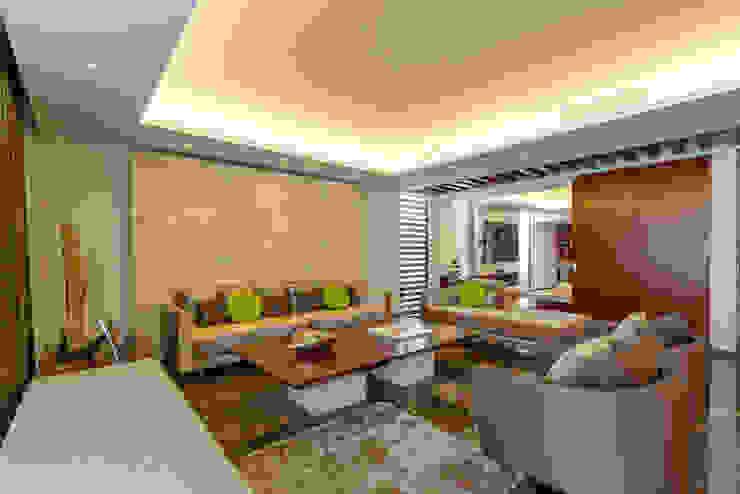 Salones de estilo moderno de Enrique Cabrera Arquitecto Moderno