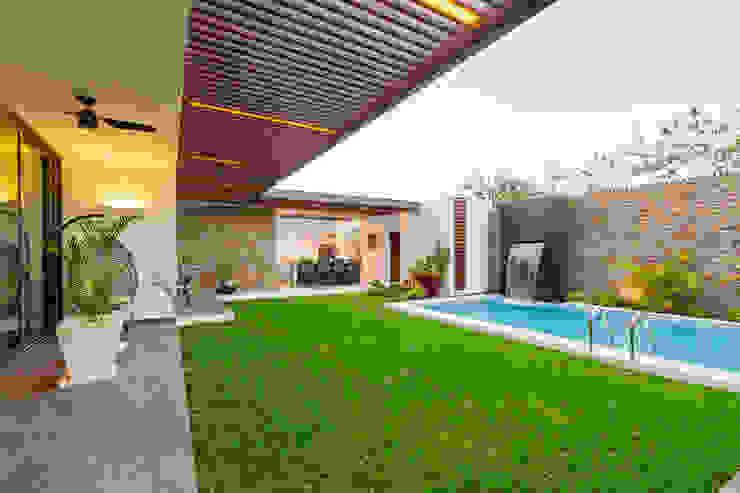 Balcones y terrazas de estilo moderno de Enrique Cabrera Arquitecto Moderno