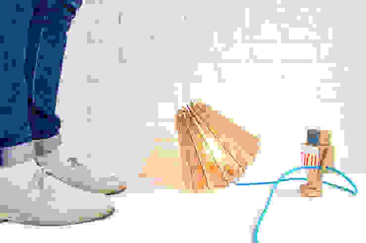 Hypocrite floor lamp: modern  door Wisse Trooster - qoowl, Modern Hout Hout
