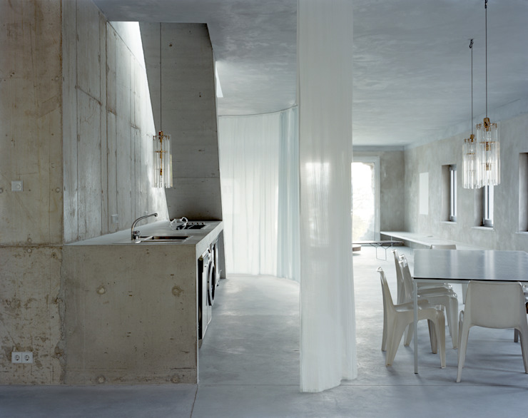 Cozinhas minimalistas por Brandlhuber+ Emde, Schneider Minimalista