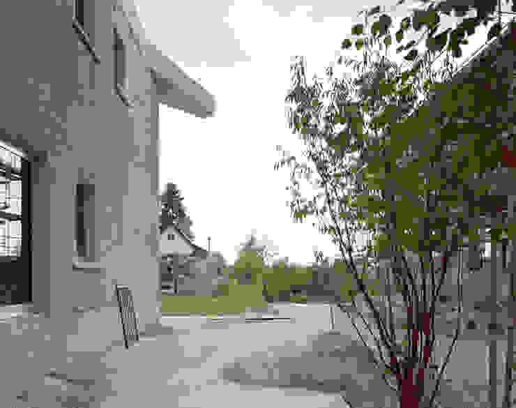Casas minimalistas por Brandlhuber+ Emde, Schneider Minimalista