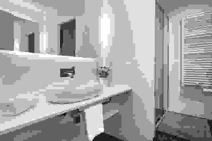 Modern Bathroom by Time2dsign Modern