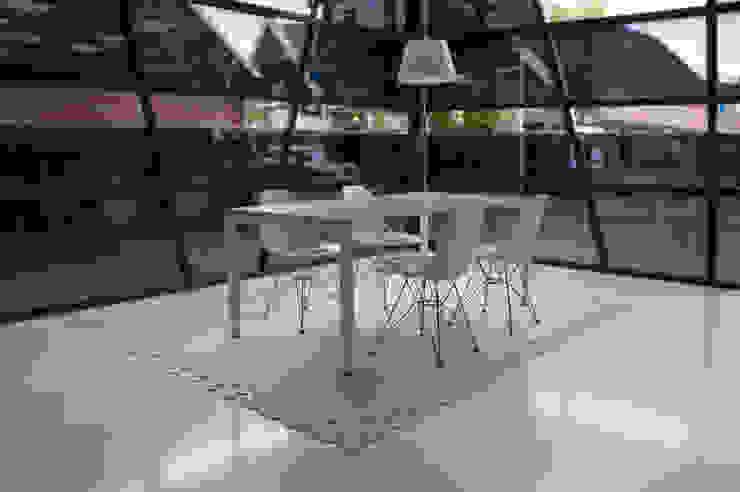 Vloerkleed Kisses voor een modern kantoor: modern  door Evelien Lulofs, Modern