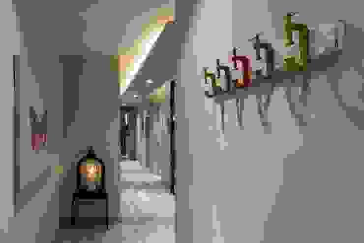 Salón Time2dsign Pasillos, vestíbulos y escaleras de estilo moderno