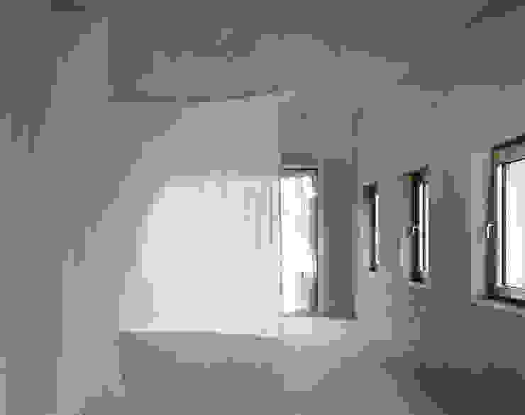 Klimazone; Position Bett im Sommer Minimalistische Schlafzimmer von Brandlhuber+ Emde, Schneider Minimalistisch