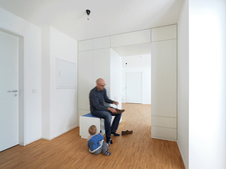 IFUB* Ingresso, Corridoio & Scale in stile moderno