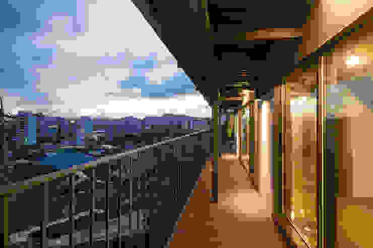 Modern style balcony, porch & terrace by HANMEI - LEECHUNGKEE Modern
