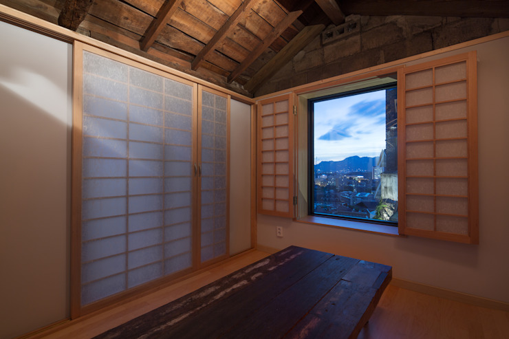 Modern Living Room by HANMEI - LEECHUNGKEE Modern