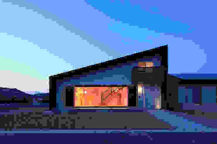 南側外観ー夕景ー モダンな 家 の bound-design モダン