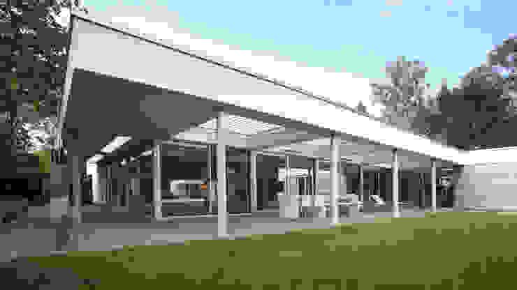 Tuingevel overdekt terras:  Huizen door Lab32 architecten,
