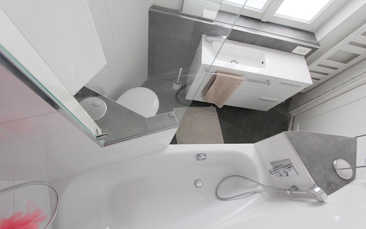Salle de bain terminée Salle de bain moderne par les bains et les cuisines d'Alexandre Moderne