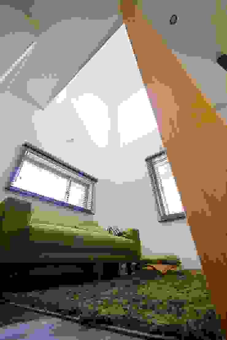 居心地のいい小さなリビング。 オリジナルデザインの リビング の 池田デザイン室(一級建築士事務所) オリジナル