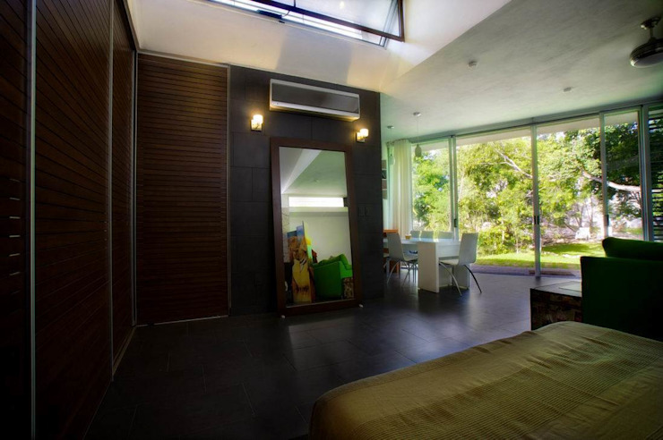 Modern style bedroom by sanzpont [arquitectura] Modern