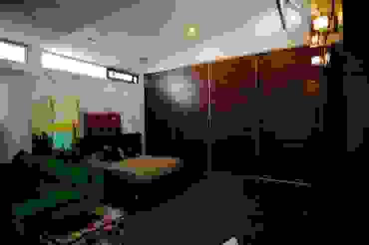 Moderne slaapkamers van sanzpont [arquitectura] Modern