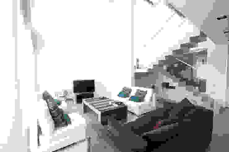 Moderne Wohnzimmer von Estudio Arqt Modern