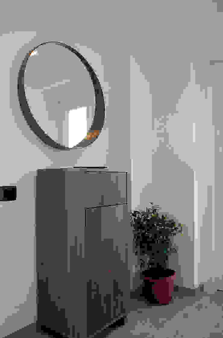 Valentina Cassader Corridor, hallway & stairsDrawers & shelves