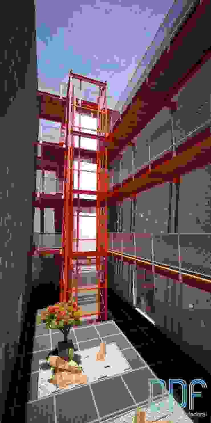 Querétaro Q3 Pasillos, vestíbulos y escaleras modernos de Diseño Distrito Federal Moderno