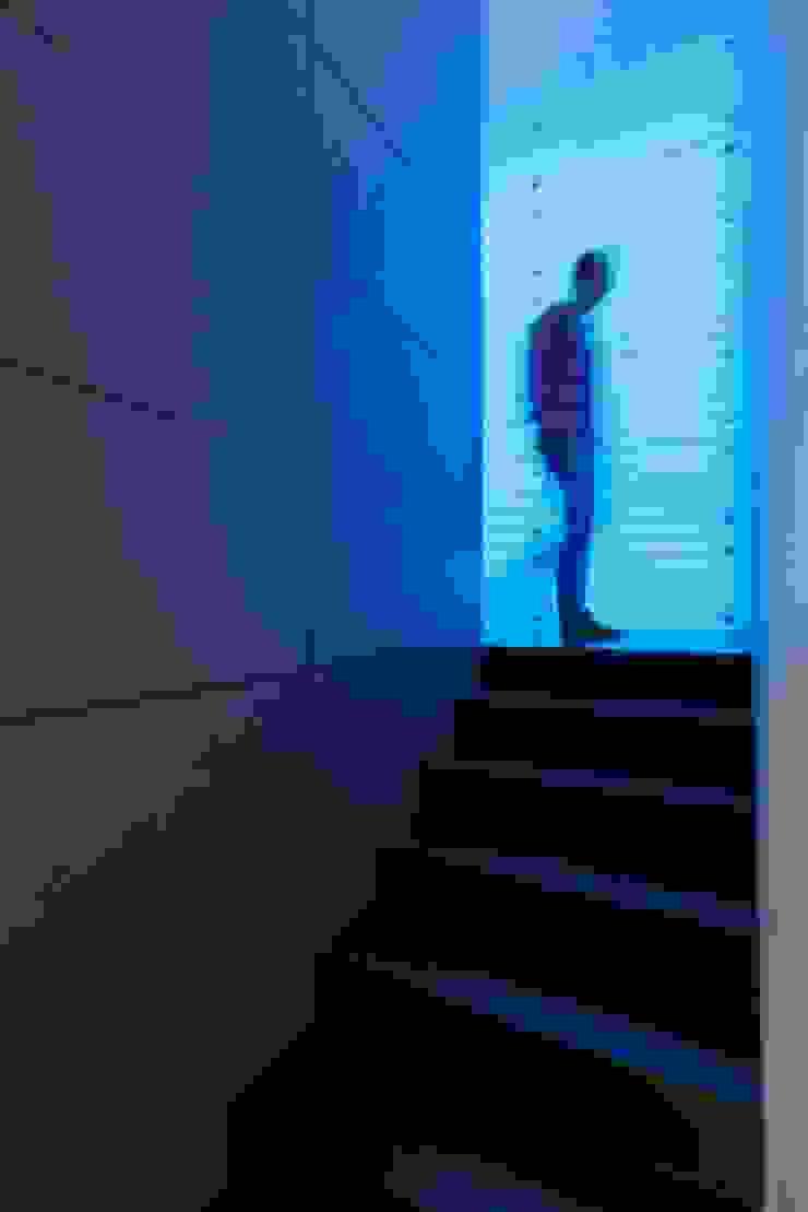 Innovative Simplicity Nowoczesny korytarz, przedpokój i schody od Fotograf wnetrz Dymitr Kalasznikow Nowoczesny