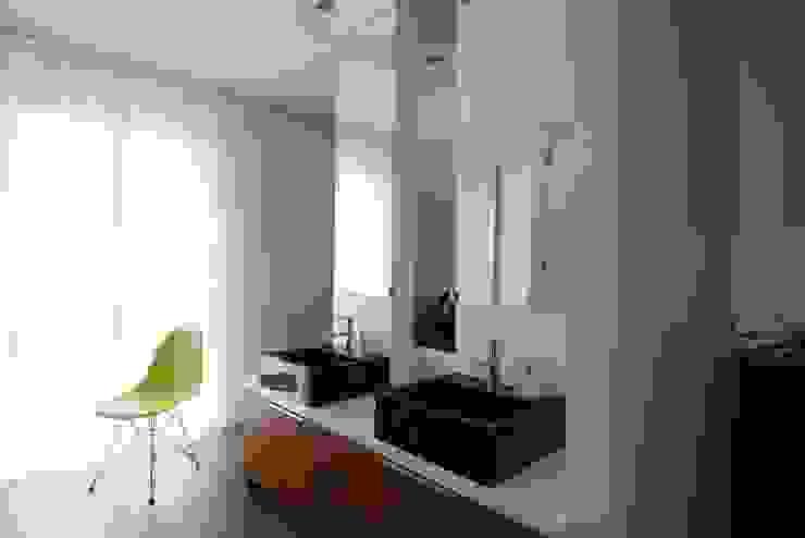 Innovative Simplicity Nowoczesna łazienka od Fotograf wnetrz Dymitr Kalasznikow Nowoczesny