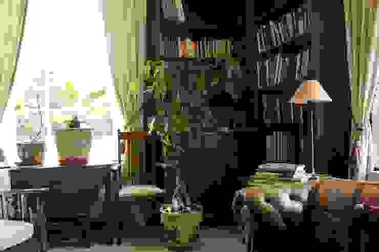 Country House in Tenterden Oficinas de estilo colonial de Bandon Interior Design Colonial