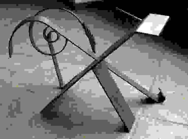 tavolino in ferro battuto di Zuhause Claudio Molinari Eclettico