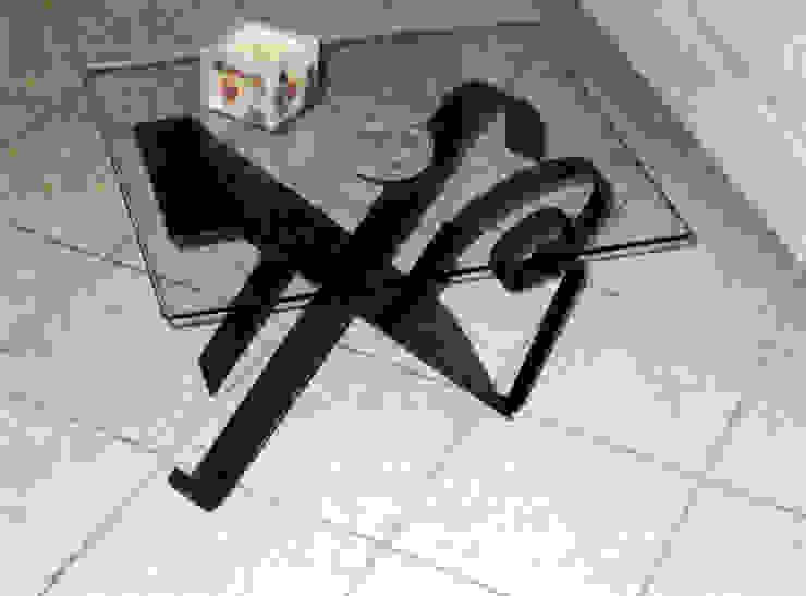 tavolino in ferro battuto con piano in cristallo di Zuhause Claudio Molinari Eclettico
