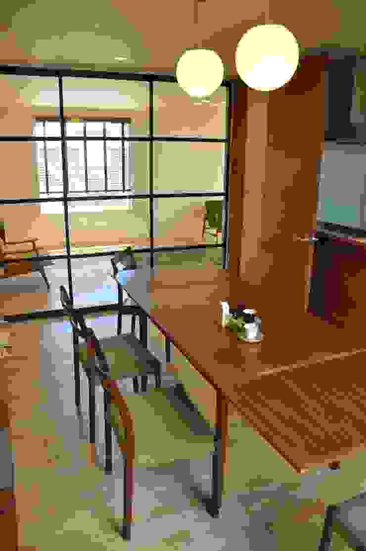株式会社アトリエカレラ Modern dining room